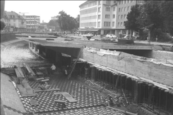 Bau der Siegplatte in Siegen