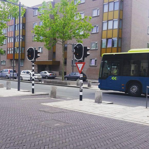 Querung einer Busspur in Almere - Foto: Martin Randelhoff - CC BY SA 2.0