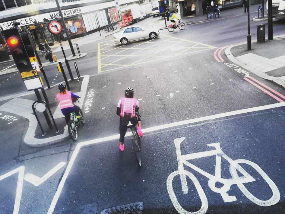 Radfahrer in London rosa cycle London cycling pink