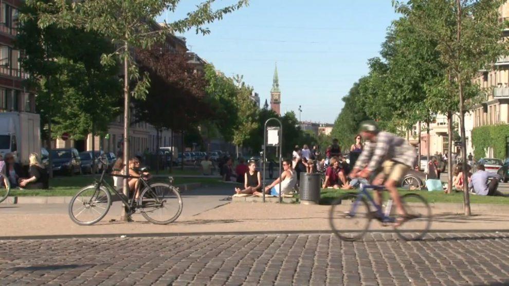 Lebensqualität in Kopenhagen mit schönen Freiflächen direkt im Wohngebiet