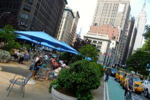 Stadtentwicklung in New York City hin zu mehr Gehverkehr und Radverkehr
