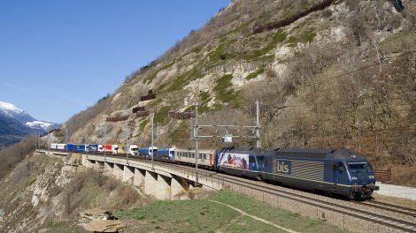 KLV Rollende Landstrasse Lötschberg Südrampe RoLa Kombinierter Verkehr