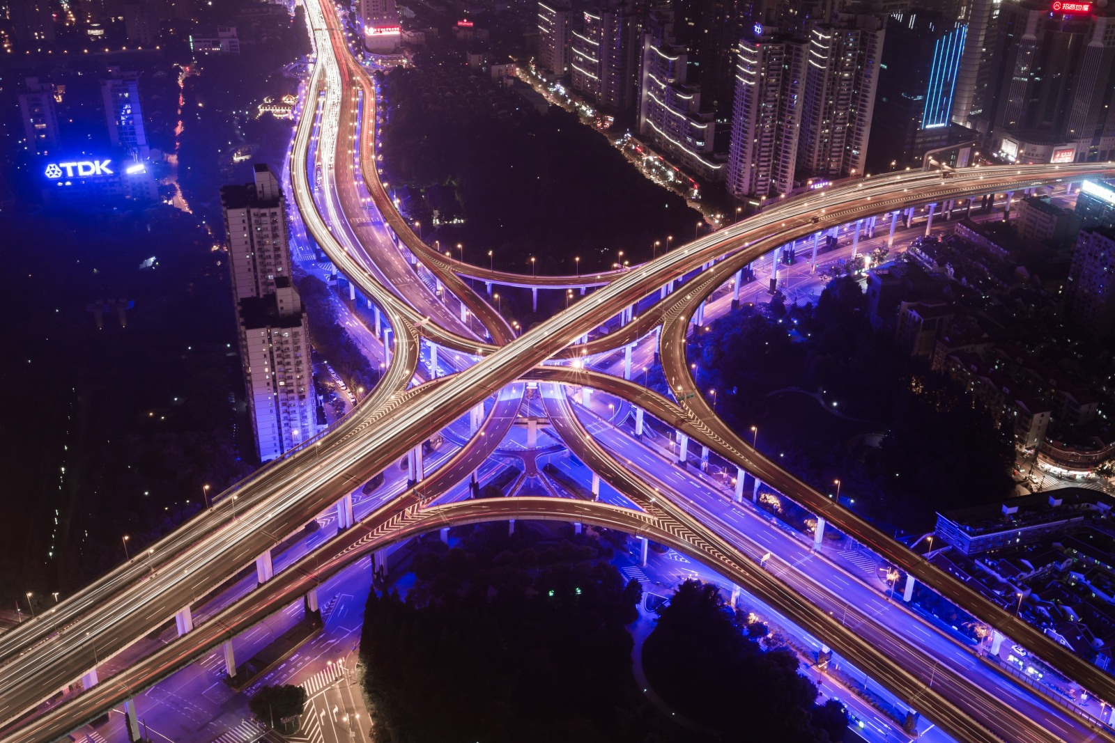 Foto Stadtlandschaft Nachtaufnahme Illuminiert