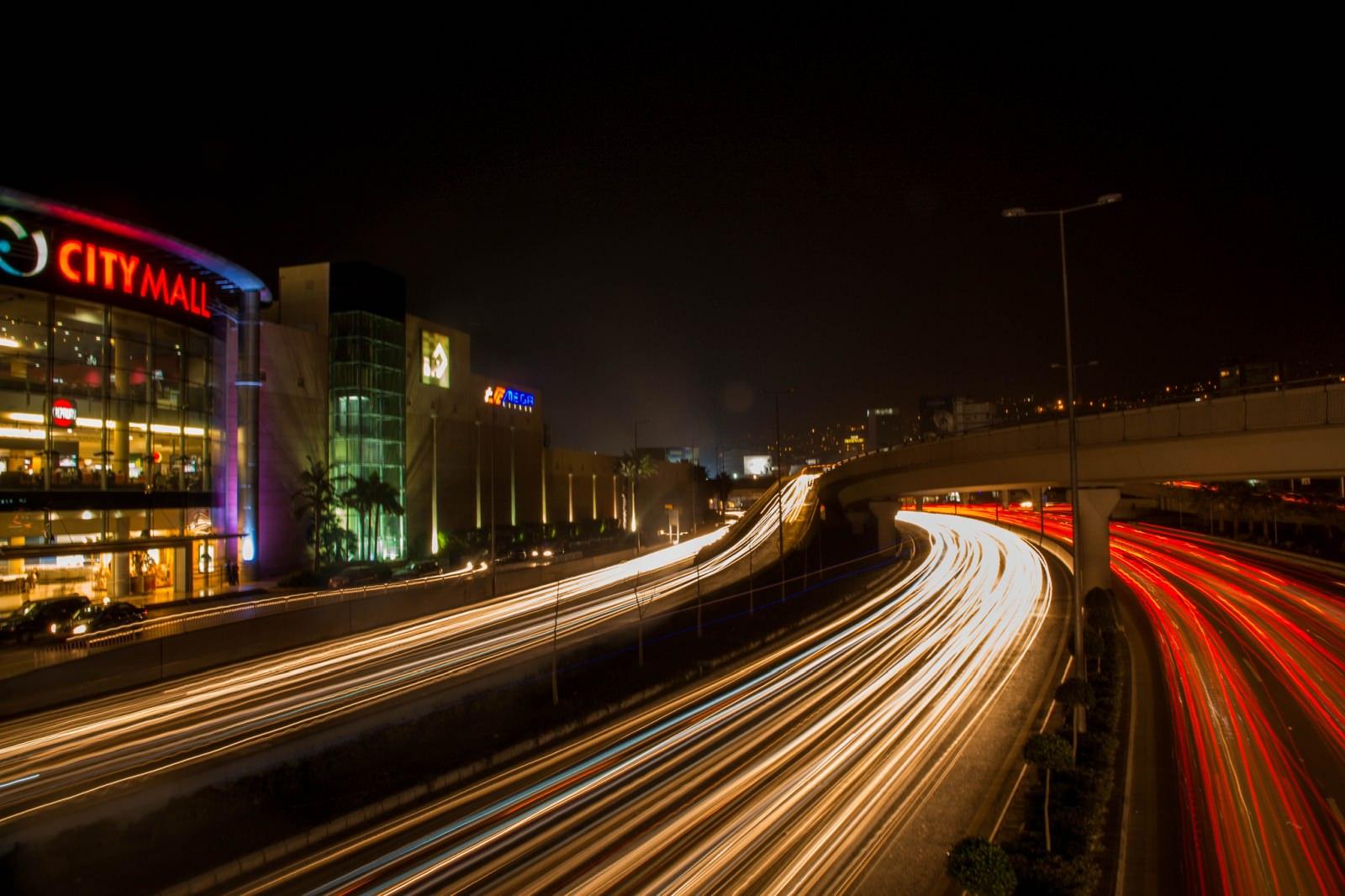Beirut Straßenverkehr bei Nacht