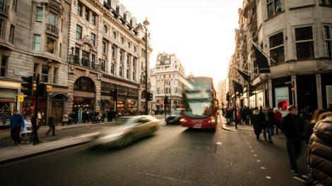 Verkehr in London Bus Pkw Straßenverkehr Fussgaenger