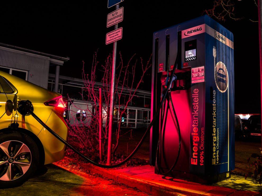 Elektrpauto an Ladesäule