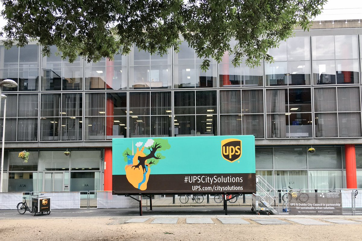 UPS Eco Hub beklebter Kofferaufbau Mikrodepot Irland