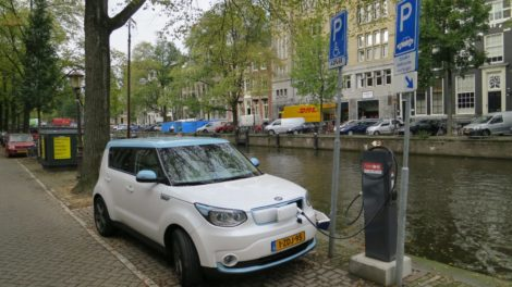 Elektroauto Ladesäule Amsterdam