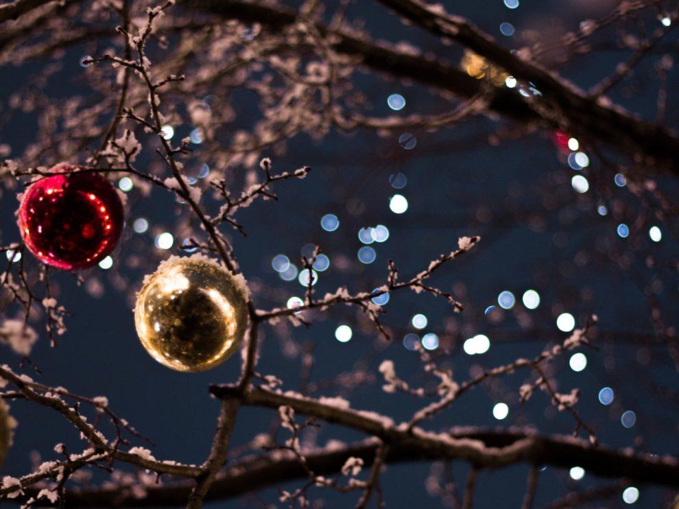 Weihnachten 2018 Weihnachtskugeln und Licht